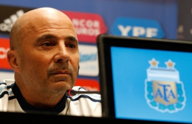 A su regreso de Europa, Sampaoli confirmó el cambio de sede del partido ante la Azzurra.