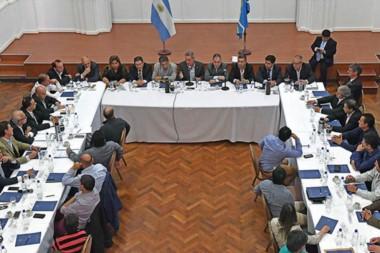 El primer encuentro entre el gobernador Arcioni y todos los intendentes y jefes comunales de la provincia.