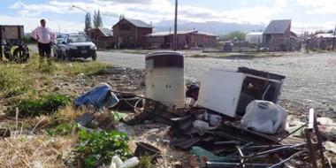 Vecinos siguen generando minibasurales en Trelew.