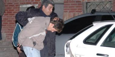 """Historia. En 2008 """"El Monito"""" Williams era detenido y el sargento Toranzo lo cargaba en un móvil policial."""