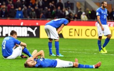 El desconsuelo de los jugadores italianos por quedar afuera del próximo Mundial.