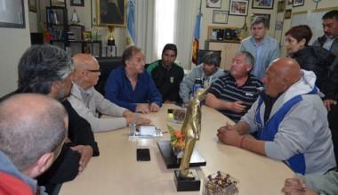 El intendente de Comodoro Rivadavia ayer reunido con transportistas.