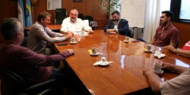Durante el encuentro, autoridades del Banco y los empresarios de la construcción aclararon la situación.