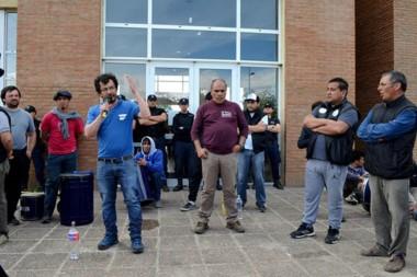 Megáfono. Antonio Osorio, secretario general del SOEME, durante una de las manifestaciones en Trevelin.