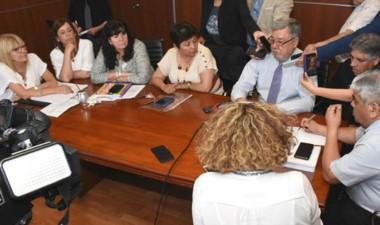 Conferencia. La oposición agradeció el gesto del gobernador.