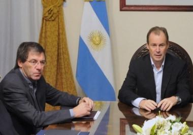 El gobernador Bordet y su ministro de Economía Aballay (de lentes).