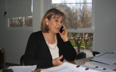 """""""Hola, ¿Juanjo..?  La defensora del Pueblo rionegrino Adriana Santagati. (foto gentileza El Mailin digital)."""