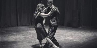 """La estética del baile tradicional de tango tuvo intérpretes de máximo nivel en """"Milongueros de  raza""""."""