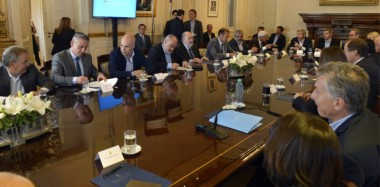 Nuevos acuerdos. La firma del pacto fiscal ayer en Casa Rosada entre los gobernadores y el presidente Mauricio Macri.