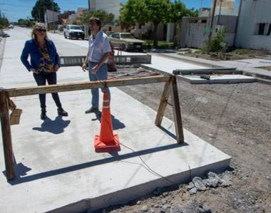 Progreso. Una de las arterias de la villa balnearia que ya toma un nuevo aspecto gracias al pavimento.