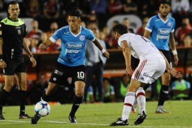 Belgrano, que arrancó mal pero ahora atraviesa un gran momento, cierra el año con Huracán.