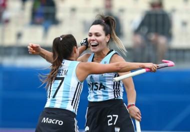 Noel Barrionuevo festeja el primr gol de Las Leonas. El domingo juegan ante Inglaterra.