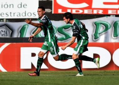 Sarmiento sumó su primera victoria como visitante.