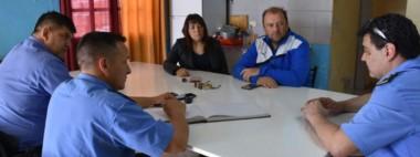El encuentro entre la Unidad Regional y las autoridades de la Asociación Vecinal del barrio Etchepare.