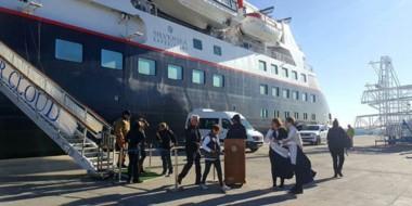 Llegada. Uno de los buques que suele arribar a la ciudad del Golfo cada vez con más turismo.