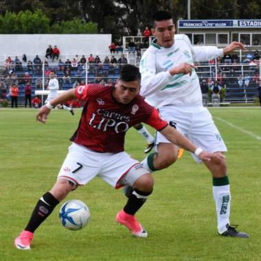 El Globo goleó a Camioneros y en la próxima fase jugará con Sol de Mayo.