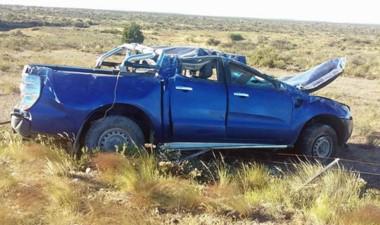 La camioneta sufrió severos daños. Sus ocupantes fueron al Hospital.