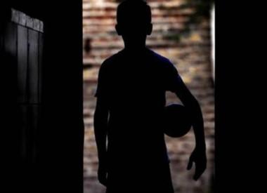 El pequeño recibió un disparo en la mano como respuesta a su pedido de que le devuelvan la pelota. (Archivo).