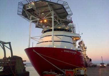 Carrera contrarreloj. El buque Skandi Patagonia, de la petrolera Total, llegó a Comodoro para colaborar con la búsqueda del submarino.