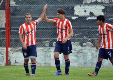 Bataller (1) y Schischke (3) fueron los goleadores de Racing en la Villa Deportiva.