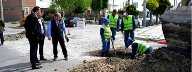 Maderna supervisó los trabajos que se están realizando en otra de las obras financiadas con el bono.