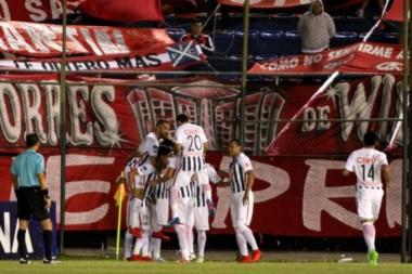 Cardozo marcó el único gol del encuentro pero se pierde la vuelta, fue expulsado en el segundo tiempo.