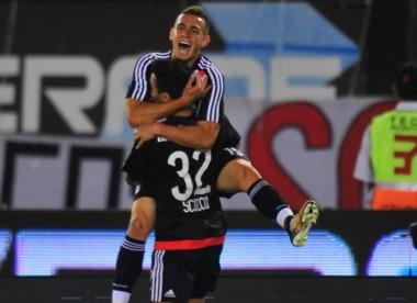 Scocco y Santos Borré compartirán la delantera hoy ante Newell's.