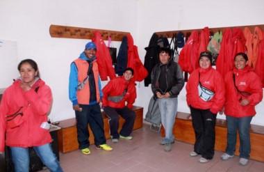 Trabajadores. Los operadores cordilleranos de un sistema que ahora la oposición cuestiona en Esquel.