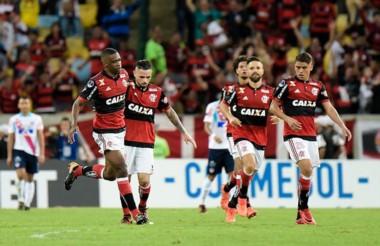 Flamengo tomó ventaja ante Junior en la semifinal de ida jugada en Brasil.