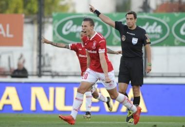 Norberto Briasco anotó el 1-0 ante Chacarita a los 14