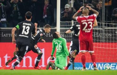 Bayern Munich no pudo en su vista al Borussia Moenchengladbach, cayó 2-1 y no pudo ampliar su diferencia en el liderato de la Bundesliga.