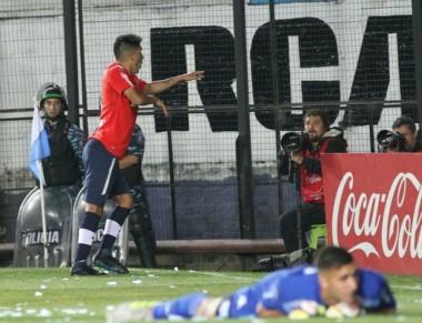 Leandro Fernández le dio la victoria a Independiente, de visitante, y con un jugador menos desde los 34