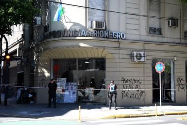 Luego de conocerse los graves hechos en Villa Mascardi, aparecieron pintadas en la casa de Río Negro en ciudad de Buenos Aires.