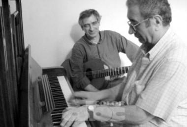 El fallecido pianista junto al guitarrista tucumano Juan Falú. (foto: diario ABC Color).