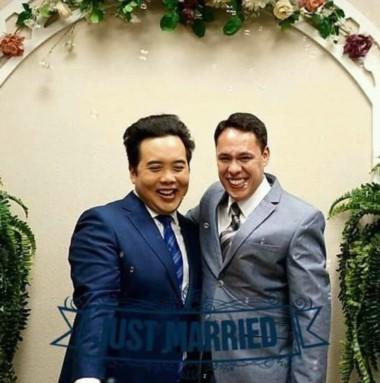 Mario González (der.) con su esposo James. El exfuncionario de Artero se casó en Estados Unidos.