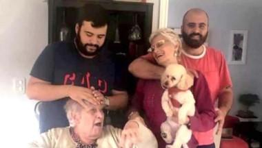 El clan: La abuela, María Carmen Espiritoso junto a su hija Claudia Susana Reina y sus nietos, Luis y Maximiliano.
