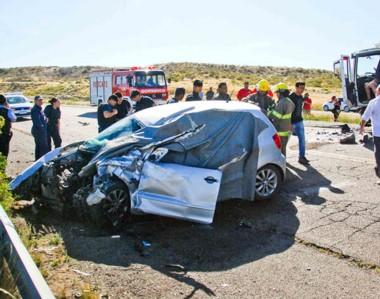 Bomberos y policía intervinieron inicialmente. La víctima murió en el acto. El camionero fue demorado.