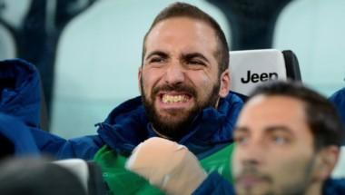 Gonzalo Higuaín fue operado con éxito pero estará fuera de la Juventus.