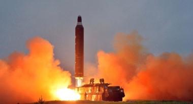 """El secretario de Defensa estadounidense, James Mattis, dijo que Corea del Norte sigue desarrollando misiles que pueden """"amenazar a todo el mundo""""."""