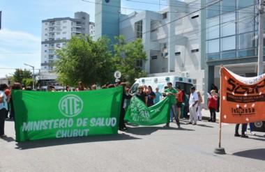 Banderas. Una nueva manifestación de ATE, esta vez por la situación laboral de una médica de Trelew.