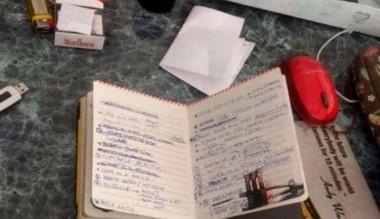 El cuadernito que Brenda escribió con palabras que la comprometen.