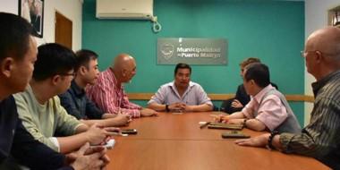 Gestiones. El grupo empresarial extranjero escuchó las explicaciones del secretario de Hacienda, Tapia.