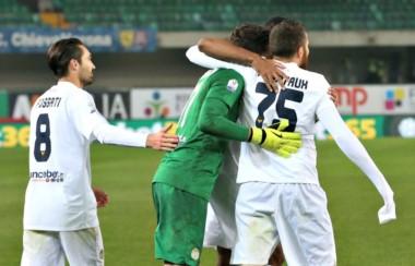 Hellas Verona festeja y ahora jugará el 13 de diciembre en la ronda de 16avos ante Milan en San Siro.