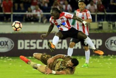 Junior aguantó la ventaja sobre Sport Recife y es semifinalista en la Sudamericana.