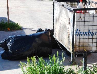 Con la retención comenzó a acumularse basura en la ciudad.
