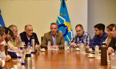 Primera reunión. El gobernador Arcioni encabezó la primera reunión con su equipo de trabajo y tomará definiciones en los próximos días.