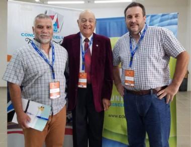 "Jorge Angulo, Hugo ""Negro"" Gómez y Darío Santos, presidente."