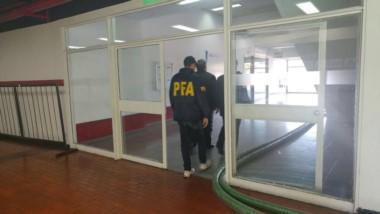 Nuevo allanamiento en River por las irregularidades en el padrón de cara a las elecciones del domingo.