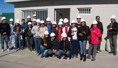 Alumnos de la Escuela Nº 793 del barrio Moreira visitaron la planta.