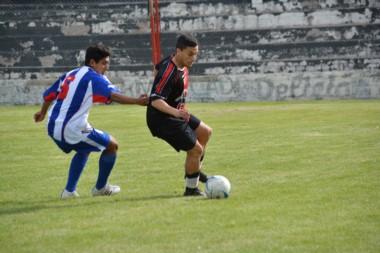 En la Villa Deportiva, Los Aromos venció a Gaiman FC, por 2 a 0.